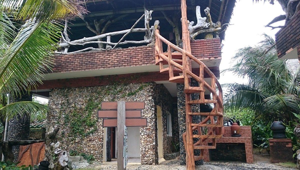 будиночок в острівній стилі