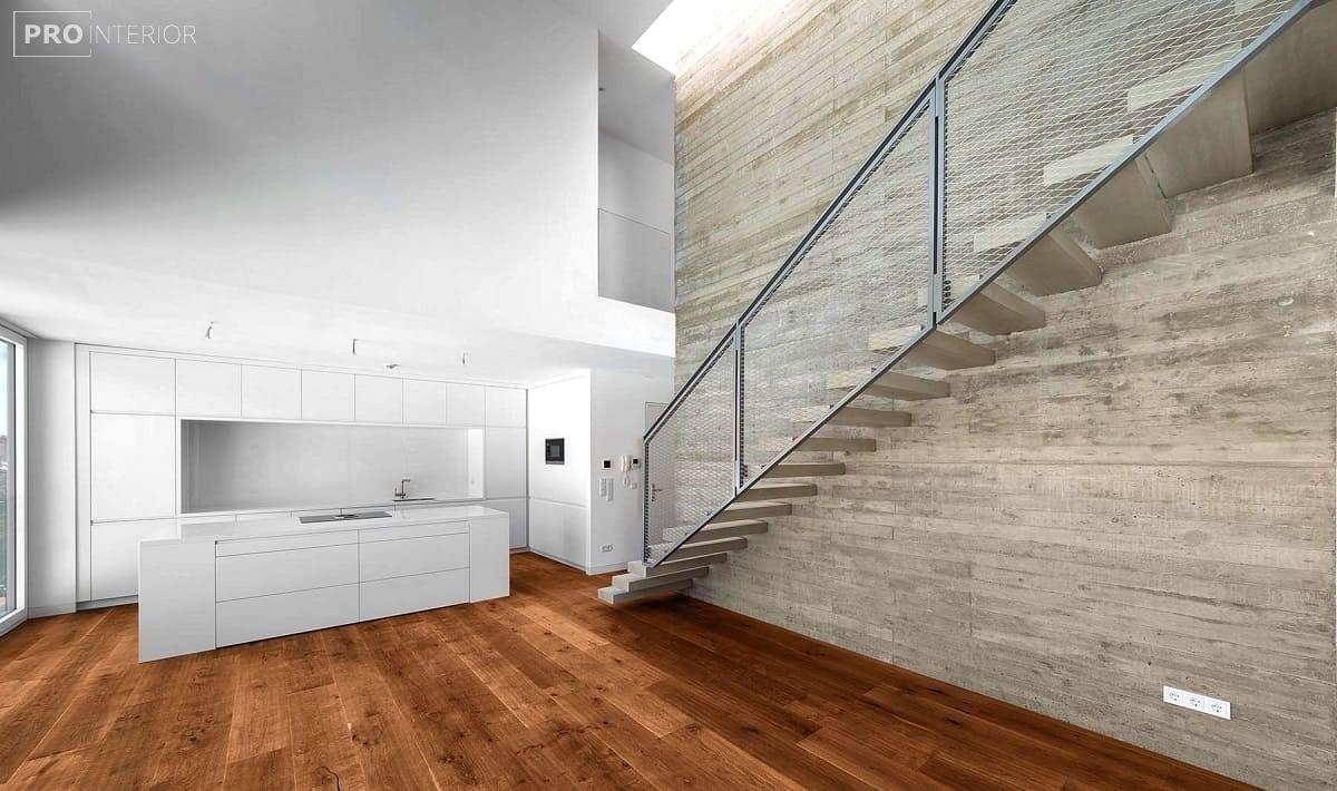 бетонна сходи в будинку
